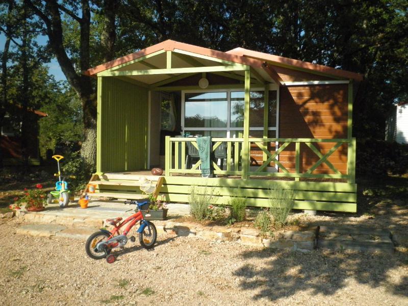 Camping calme, convivial au coeur du Quercy, location de vacances à Reyrevignes