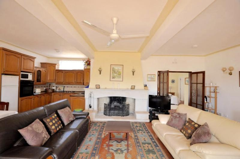 Beautiful lounge with ornamental fire place, comfortable furniture, Kitchenette and 4 seats dining.