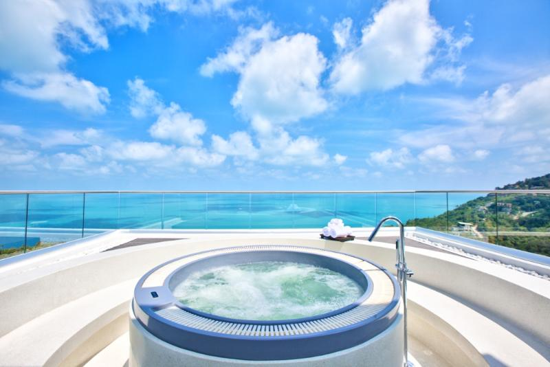 outside jacuzzi with 100 degree sea view