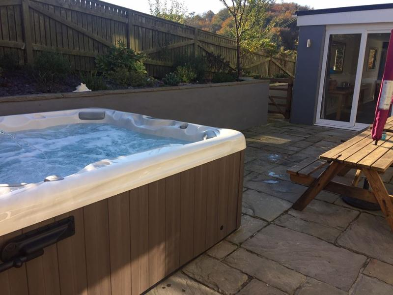 Hot tub in private court yard at side of property.