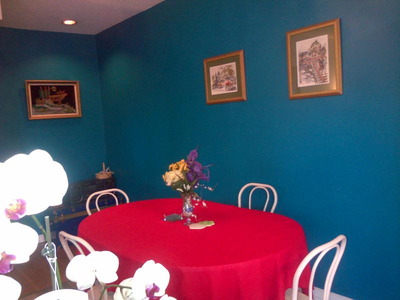dining room, seats 4 to 6