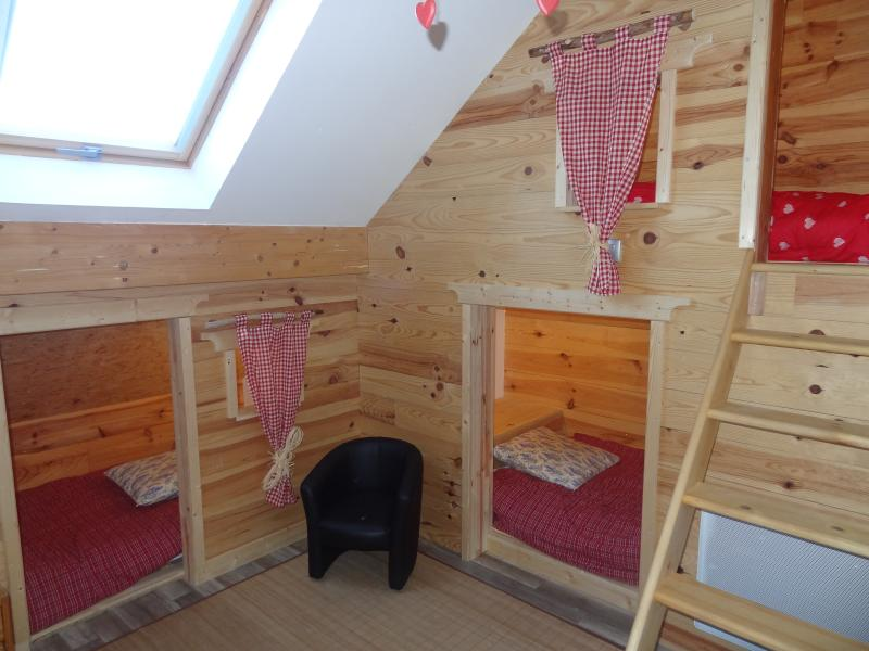 room cabins with 3 beds 90 x 200 and a bed 80 x 190