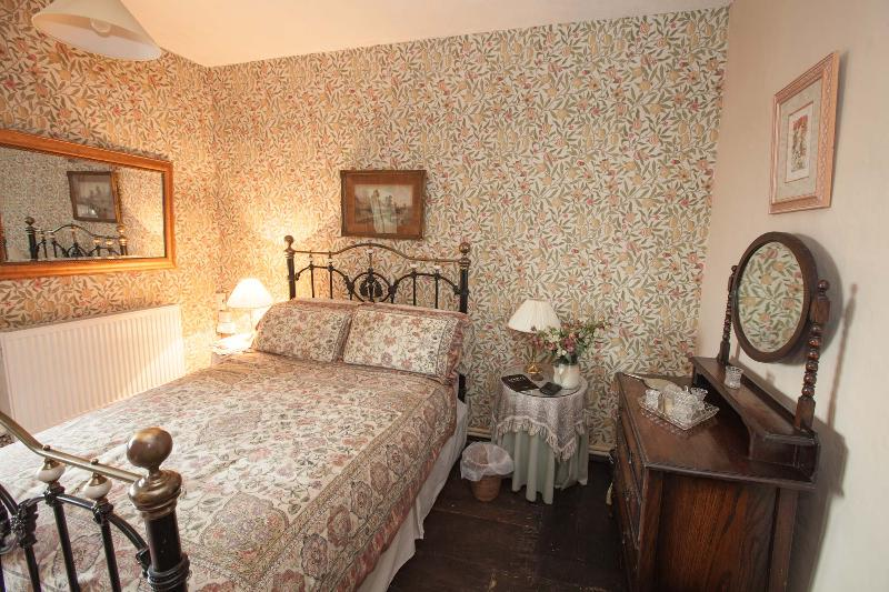 Brayne Court Bed & Breakfast - Tudor Suite, holiday rental in Newnham