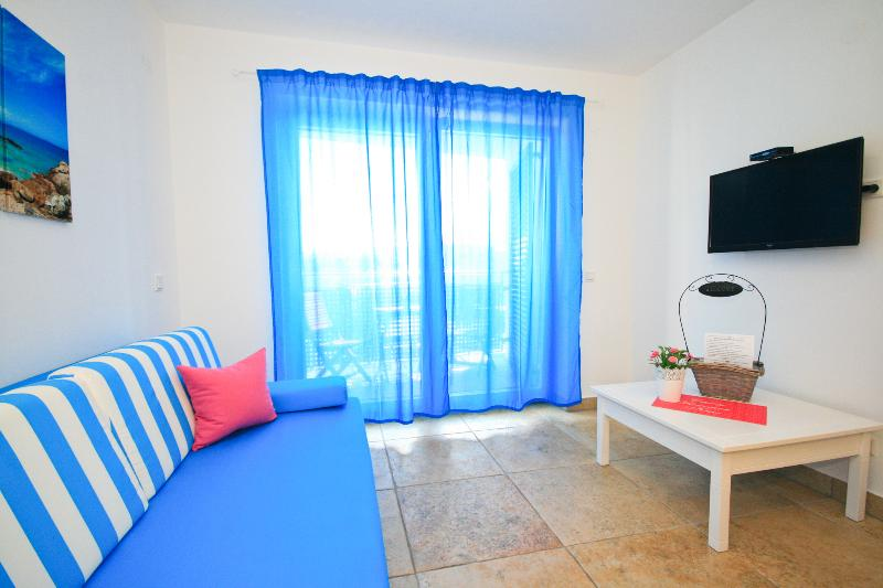 Adorami Apartmants A5, location de vacances à Baska