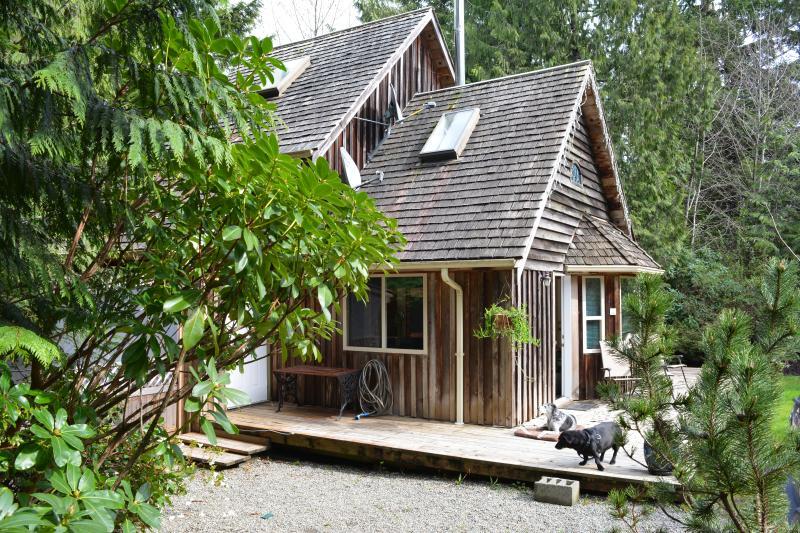 cute cedar cabin with hot tub downtown tofino has wi fi and private rh tripadvisor com