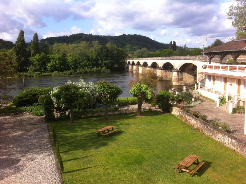 A B&B with large rooms, garden and private parking right in the heart of the Dordogne.