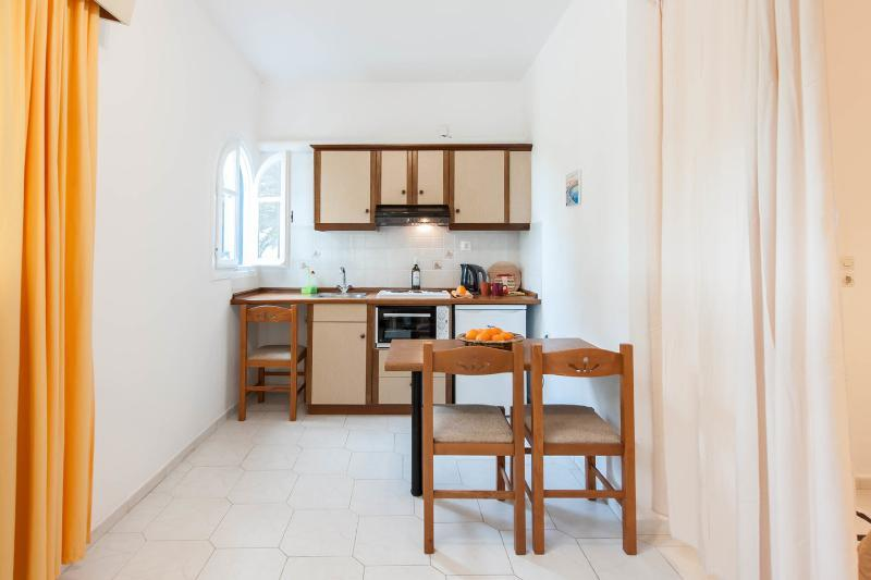 Kitchen with sitting table