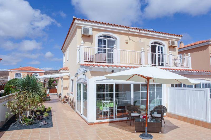Villa Musica with fantastic ocean view over the golf court, fully furnitured 3 bedroom duplex, bbq