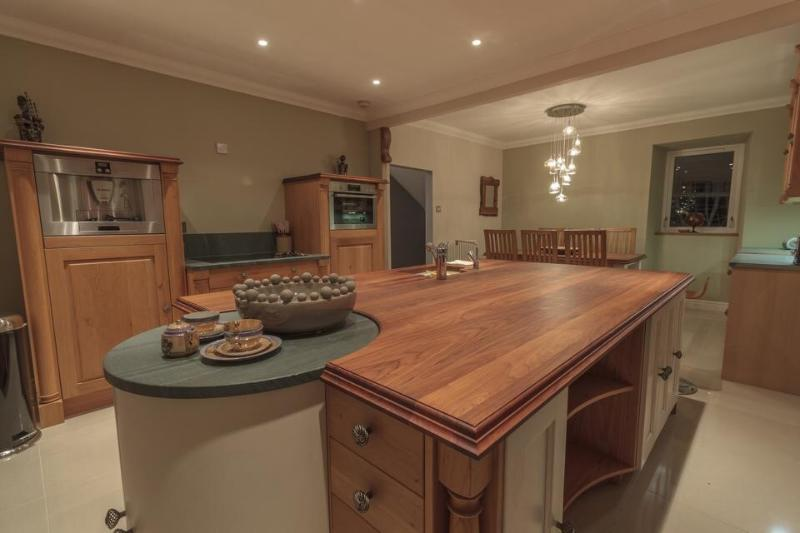 Bespoke oak kitchen with open plan dining area. Integrated steam oven, coffee machine & dish washer