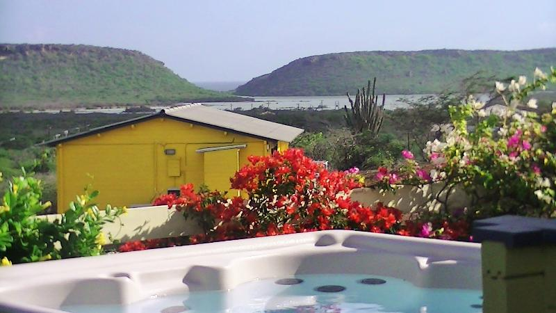 Unobstructed view over the salt pans and the sea, with private jacuzzi