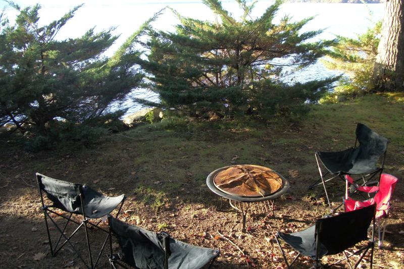 Fire pit next to lake (we provide seating) for fun cooking and marshmallow roasting.