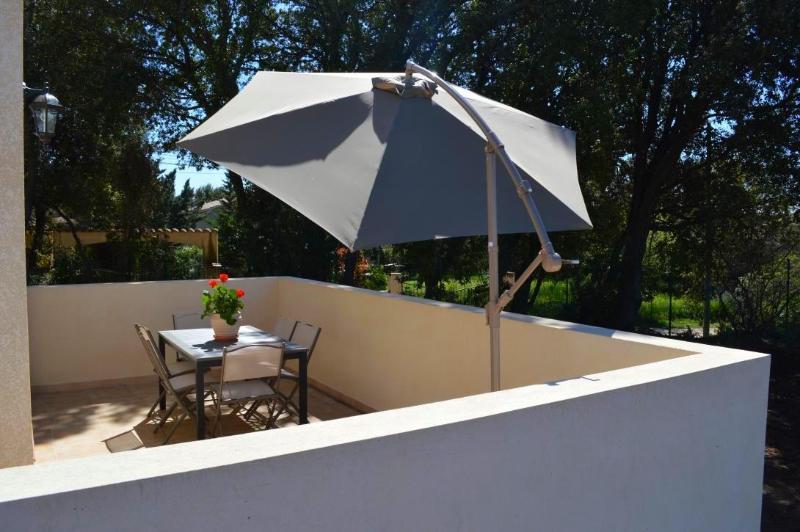 villa neuve prés du pont du gard, alquiler vacacional en Collias