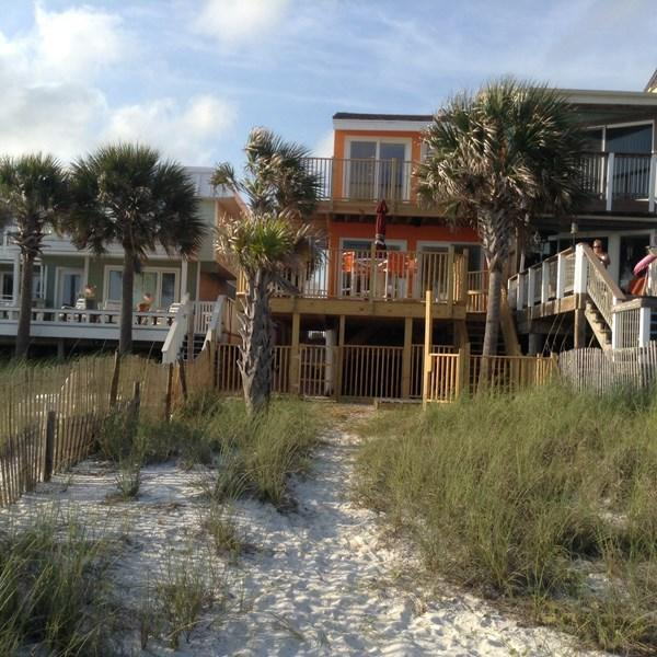 REAL DEAL/two level town home/pet friendly Beach fenced in back yard 100 feet