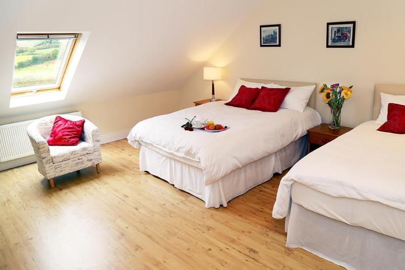 Kensington Lodge B&B Double/Twin Room, holiday rental in Glaslough