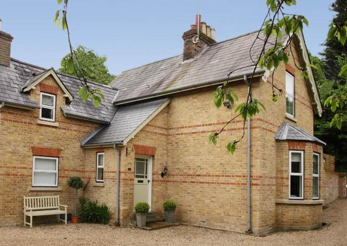 The Victorian Wing; a beautiful 1870's cottage within minutes of Henley Town Square