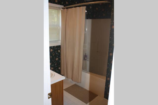 Master bath with soaking tub/shower