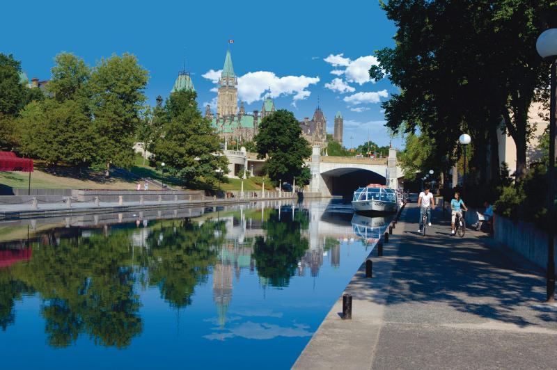 Rideau Canal (Summer) - 10 Minute Walk