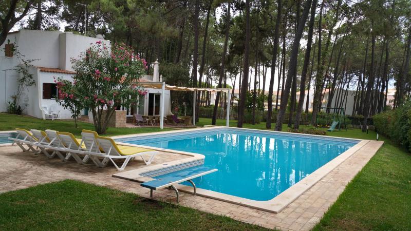 Villapinheiros Casa de luxo em Vilamoura com piscinas, vacation rental in Vilamoura