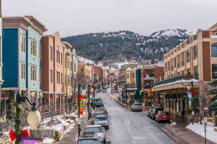 Excellent shopping, activities, restaurants, boutique stores and the Park City Town Lift are just 10 minutes away on Main Street.