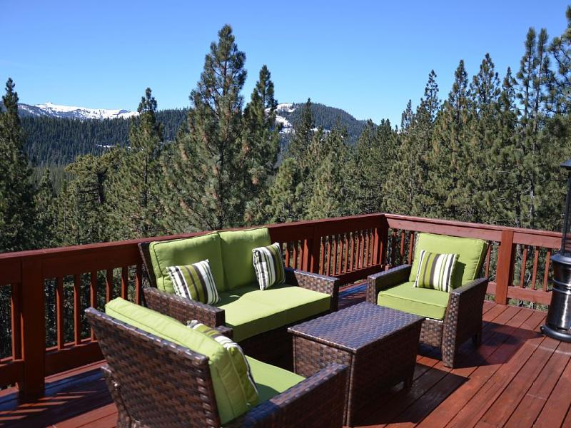 Sleeps 13. Hot tub, Games Room with pool table, vacation rental in Truckee