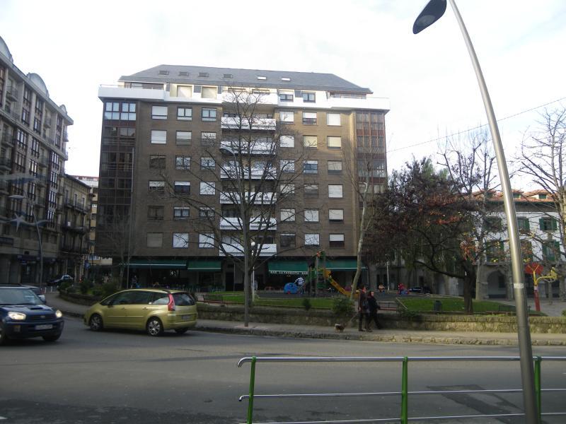 PISO CENTRICO PARA 8 PERSONAS EN CASTRO URDIALES--, holiday rental in Miono