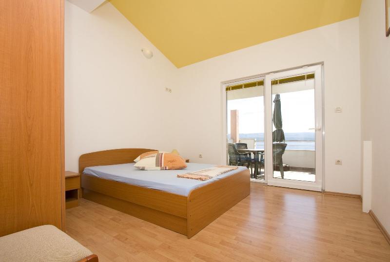 A6(4): bedroom