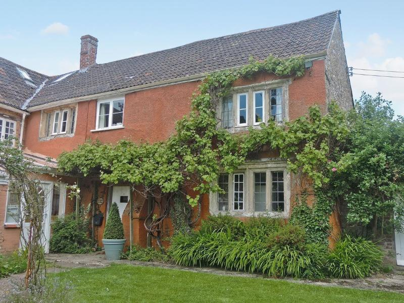 Crispin Cottage, Grade 2 listed, holiday rental in Colyford