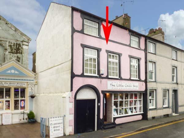 HAFAN FACH, duplex apartment, WiFi, shops and pubs on doorstep, in Beaumaris, holiday rental in Beaumaris