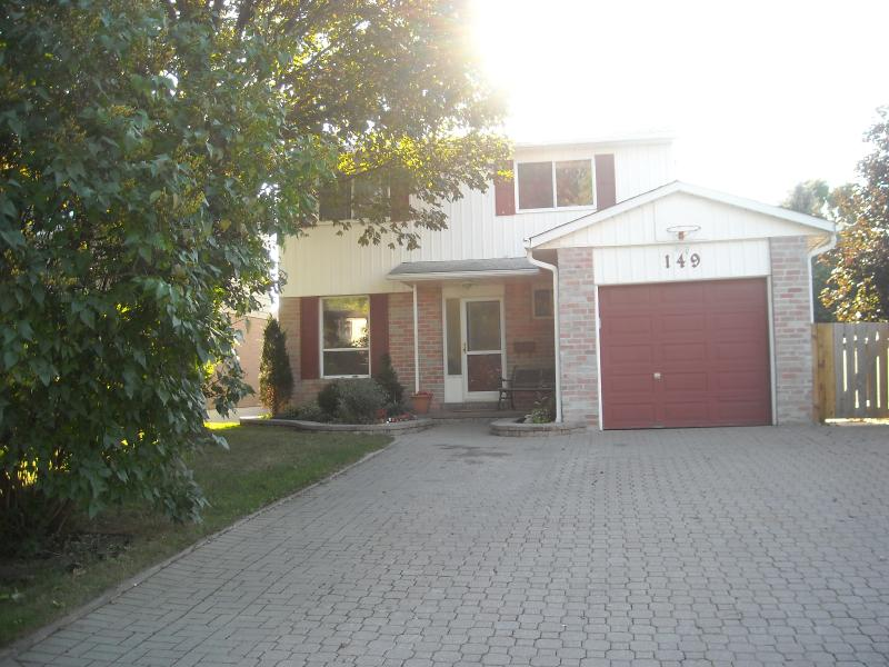 Only 30 minutes to Toronto!  Lovely, central house, quiet area, walking distance of transit, shops.