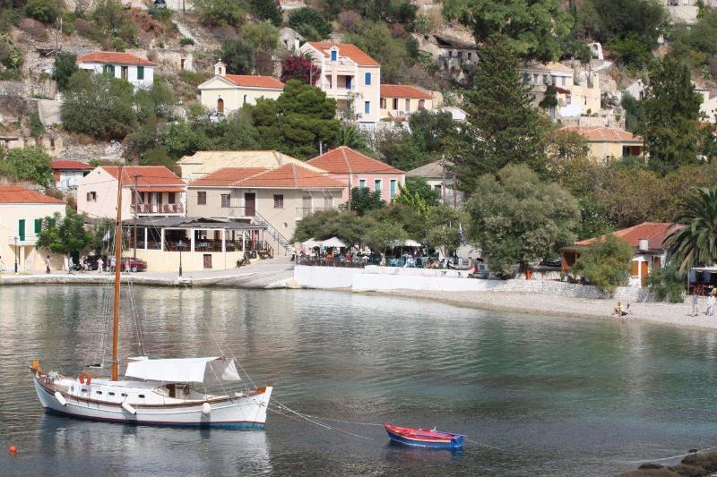 The villa is 5 minutes' walk away from Assos' beach, cafe, tavernas, bar & shops.