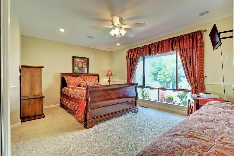 West Coast Villa I Sunset Room featuring one queen and one twin bed. Sunset views