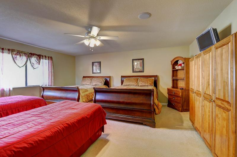 West Coast Villa I Dorm Room with two queen beds and two twin beds. Vacation Rentals