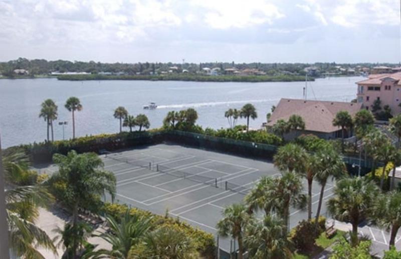 Condo har-tru tennis courts.