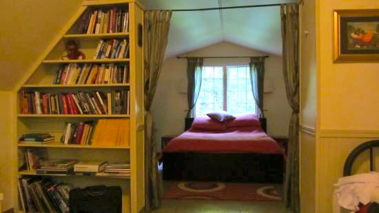 Upstairs bedroom and reading room/second bedroom