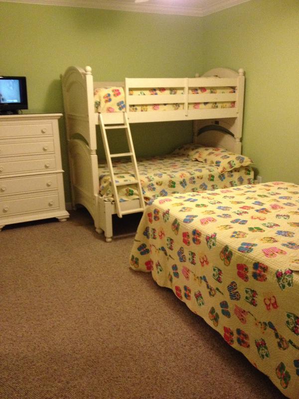 2nd Bedroom, 1 queen bed, 1 set of pyramid bunkbeds