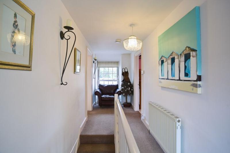 Al piano superiore sala - porta scale disponibili