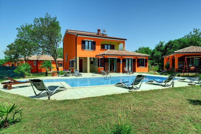 Luxury Villa***** in Nature With a Large Pool., vacation rental in Valtura