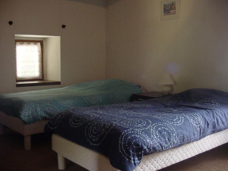Main House twin bedroom