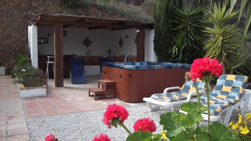 Secluded and Private gazebo, jacuzzi and choice of sunloungers.