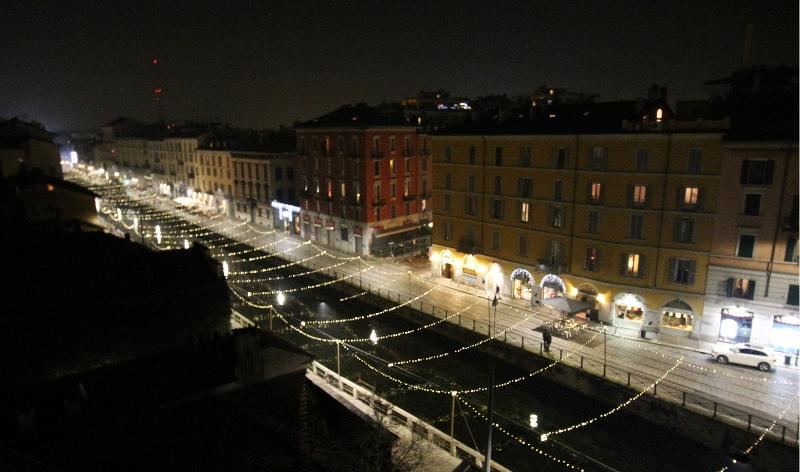 Spectacular night view of the Naviglio Grande from the flat during Christmas.