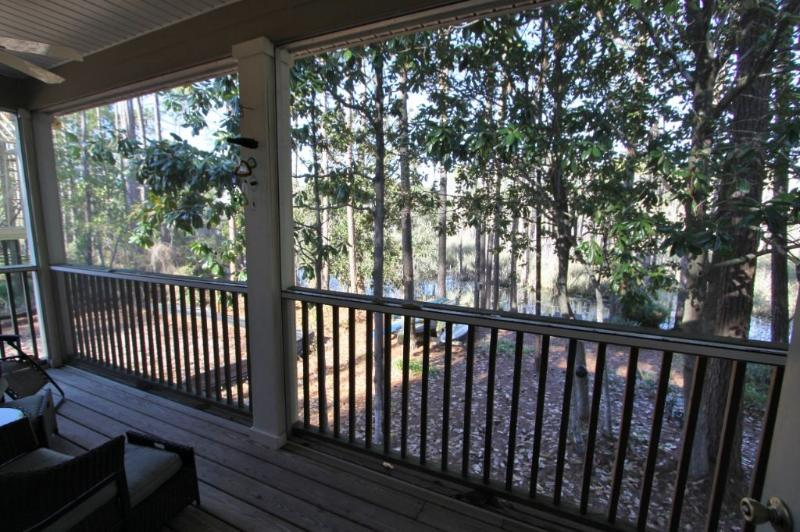 Screened Porch Overlooking the Canal - Privacy