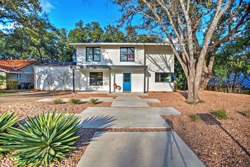 This stylish Austin vacation rental home is located right next door to where Austin City Limits music festival is held!