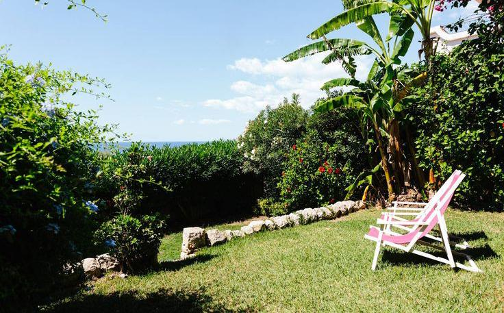 Private Garden with sea view