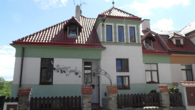 B & B Pension Grant LUX Znojmo bedroom 4, Ferienwohnung in Region Süd-Mähren
