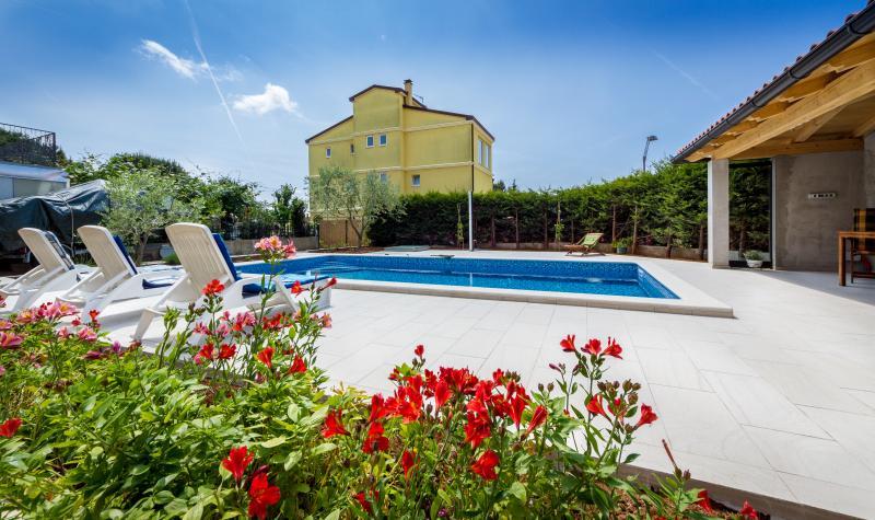 Villa Vista 2+2 standalone house, holiday rental in Pula