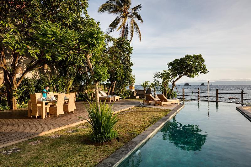Villa Cocoa Maya: 3 or 4 bedroom beautiful villa directly on the beach, location de vacances à Candidasa