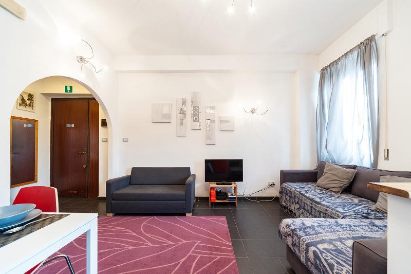 soggiorno con ingresso e sofà - living room and sofa