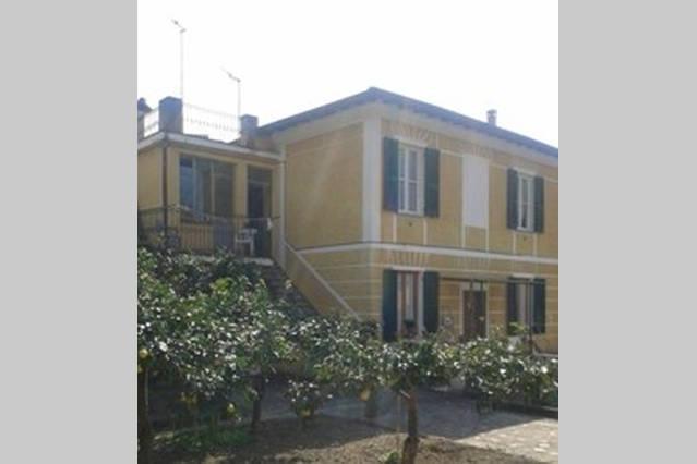 Antonella huéspedes tienen casa acogedora habitación con cuarto de baño con ducha en una casa de Liguria típicos
