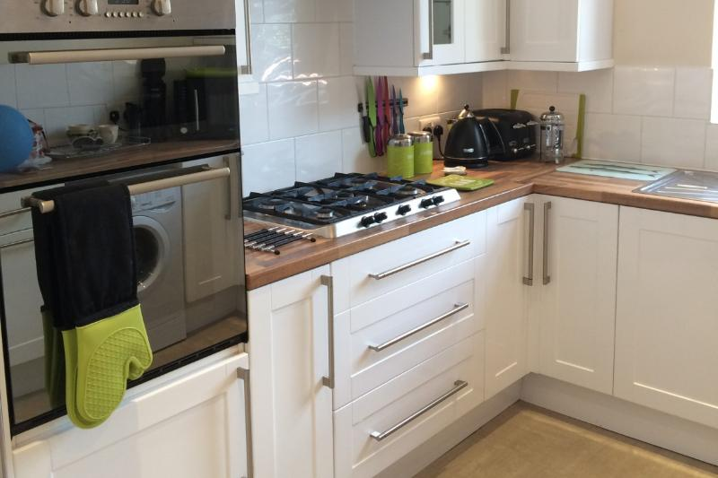 A modern kitchen with gas hob, washer/dryer &  Microwave