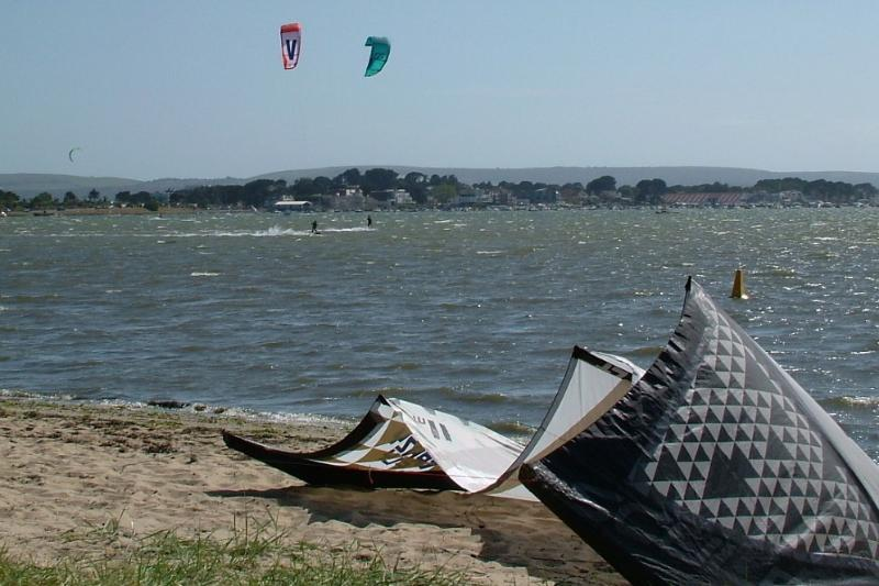 Kitesurfing in the Harbour
